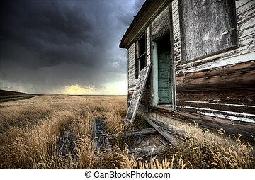 Abandoned Farmhouse Saskatchewan Canada sunset and prairie view