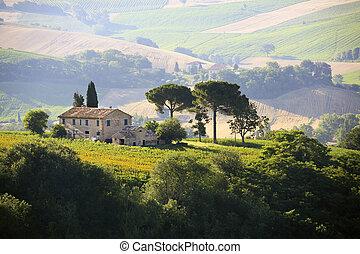 farmhouse in Italian countryside