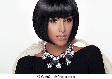 Fashion Beauty Woman Portrait. Stylish Haircut and Makeup. Hairstyle. Make up. Vogue Style. Sexy Glamour Girl. Jewelry.