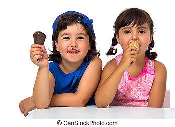 Kid, s couple with ice cream
