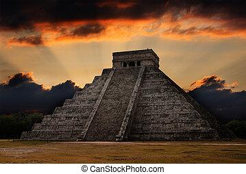 Anicent mayan pyramid in Chichen-Itza, Mexico